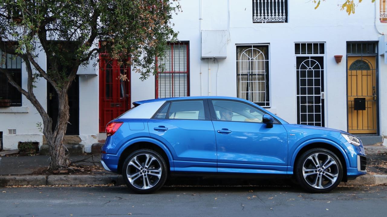Audi Q2 sport Ara Blue profile
