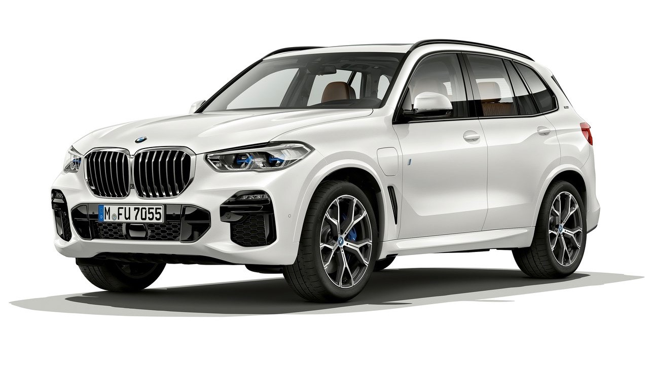 2019 BMW X5 xDrive45e front 3/4