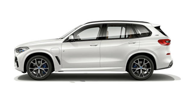 2019 BMW X5 xDrive45e side