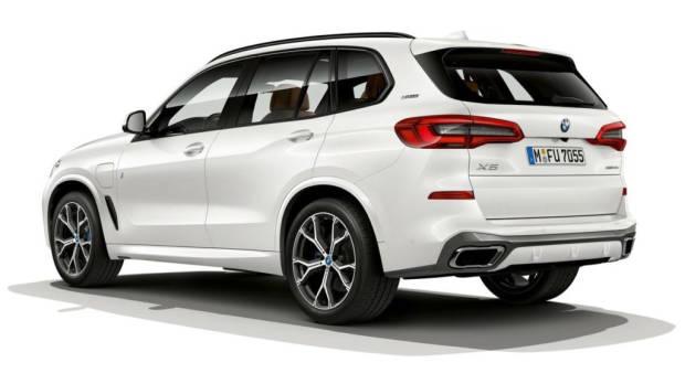 2019 BMW X5 xDrive45e white rear 3/4