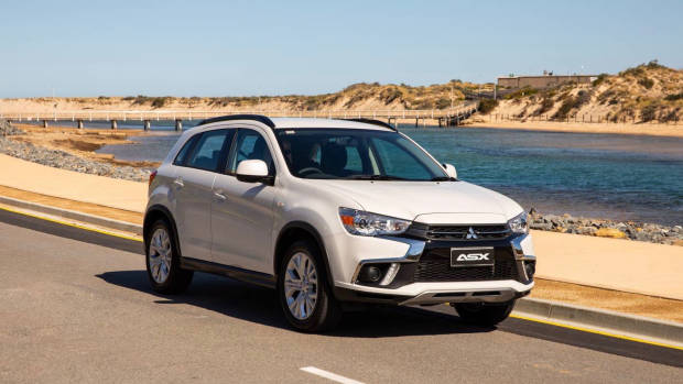 2019 Mitsubishi ASX ES white side 3/4