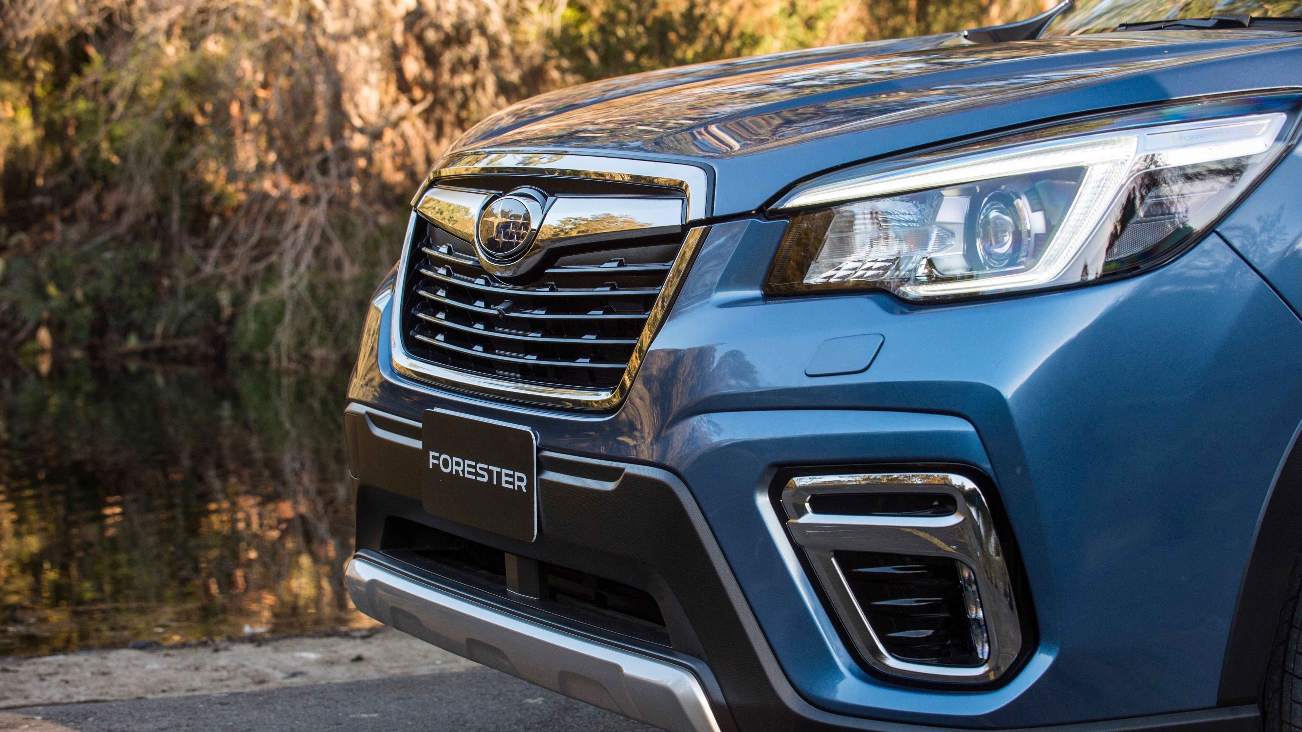 2019 Subaru Forester 2.5i-S blue front detail
