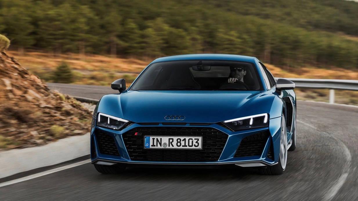 2019 Audi R8 coupe blue front 3/4