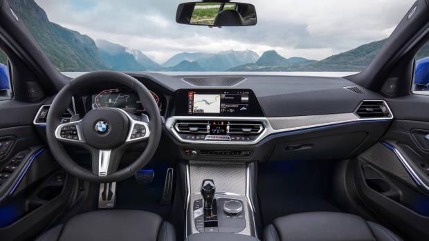 2019 BMW 3 Series dashboard