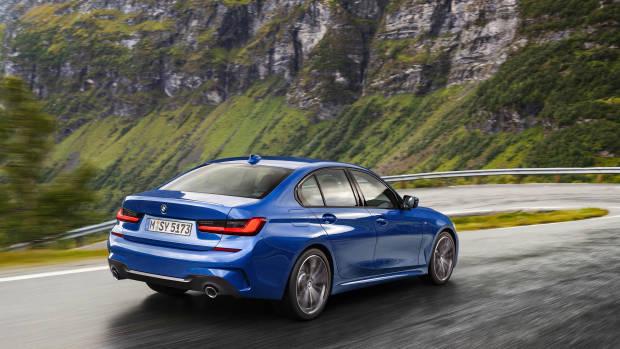 2019 BMW 3 Series blue rear 3/4