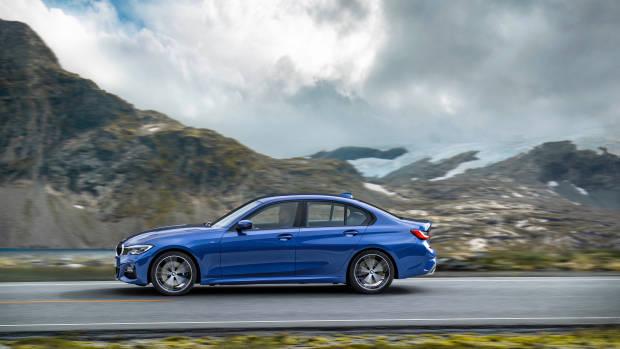 2019 BMW 3 Series side