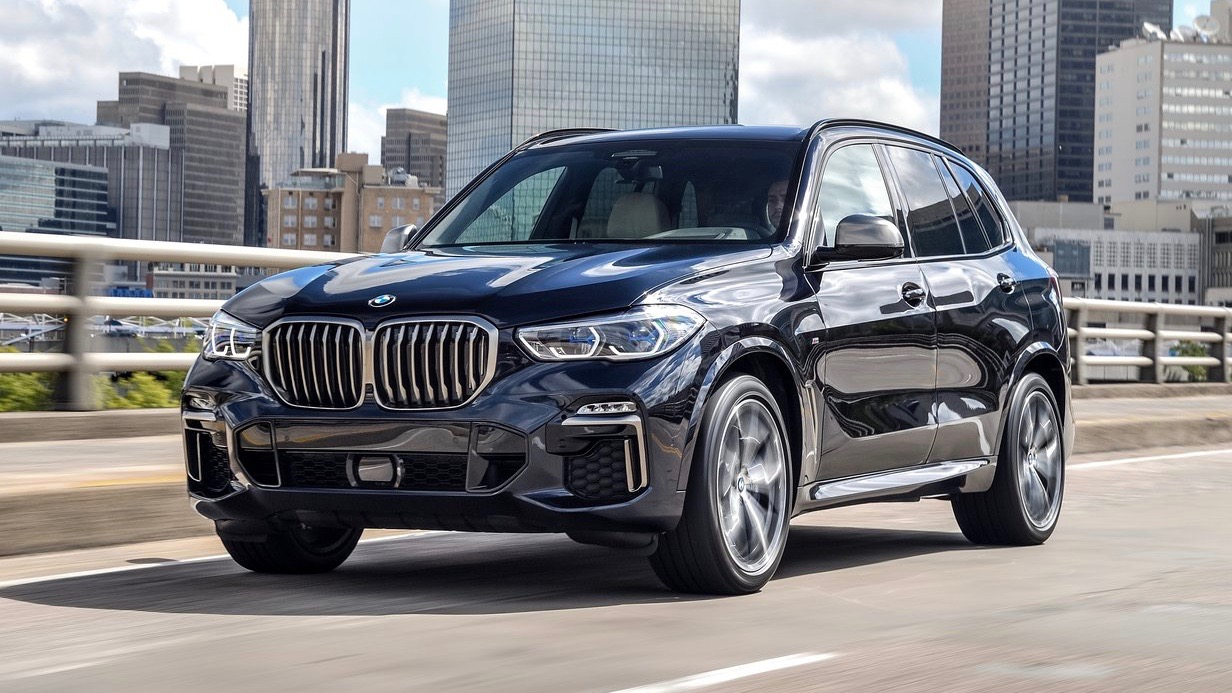 2019 BMW X5 M50d blue front driving