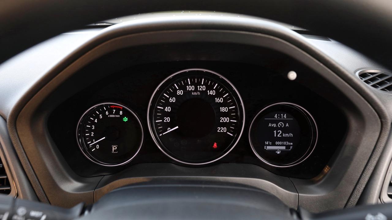 2019 Honda HR-V VTi dials