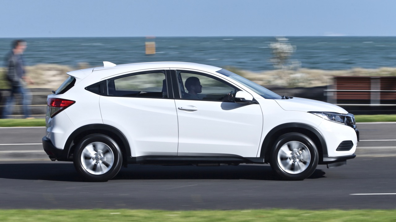 2019 Honda HR-V VTi driving