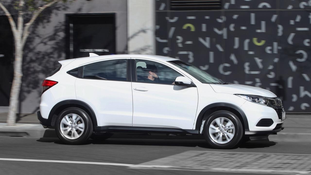 2019 Honda HR-V VTi driving