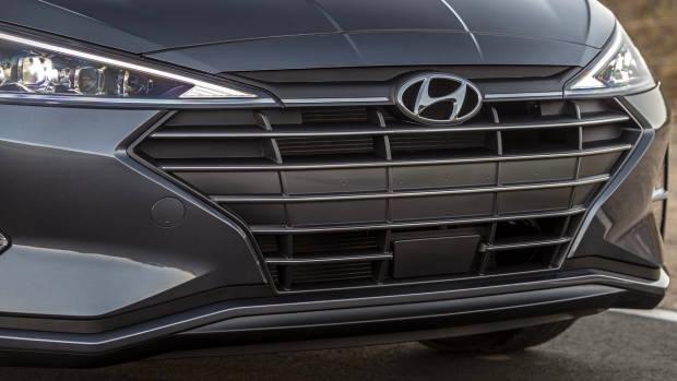 2019 Hyundai Elantra grille detail