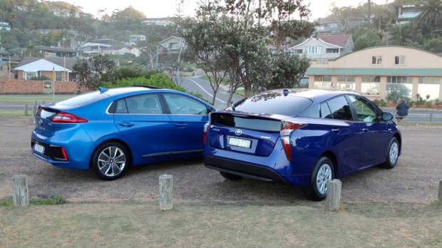 2019 Hyundai Ioniq vs Toyota Prius Rears