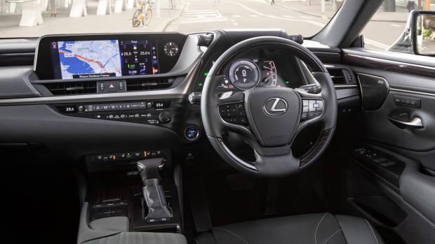 2019 Lexus ES300h Sports Luxury dashboard