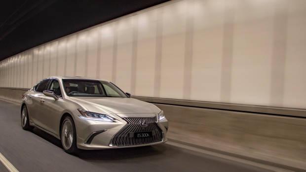 2019 Lexus ES300h Sports Luxury front driving