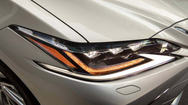2019 Lexus ES300h Sports Luxury headlight