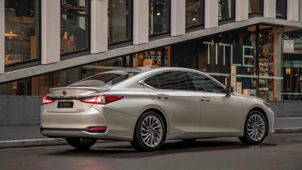 2019 Lexus ES300h Sports Luxury rear 3/4