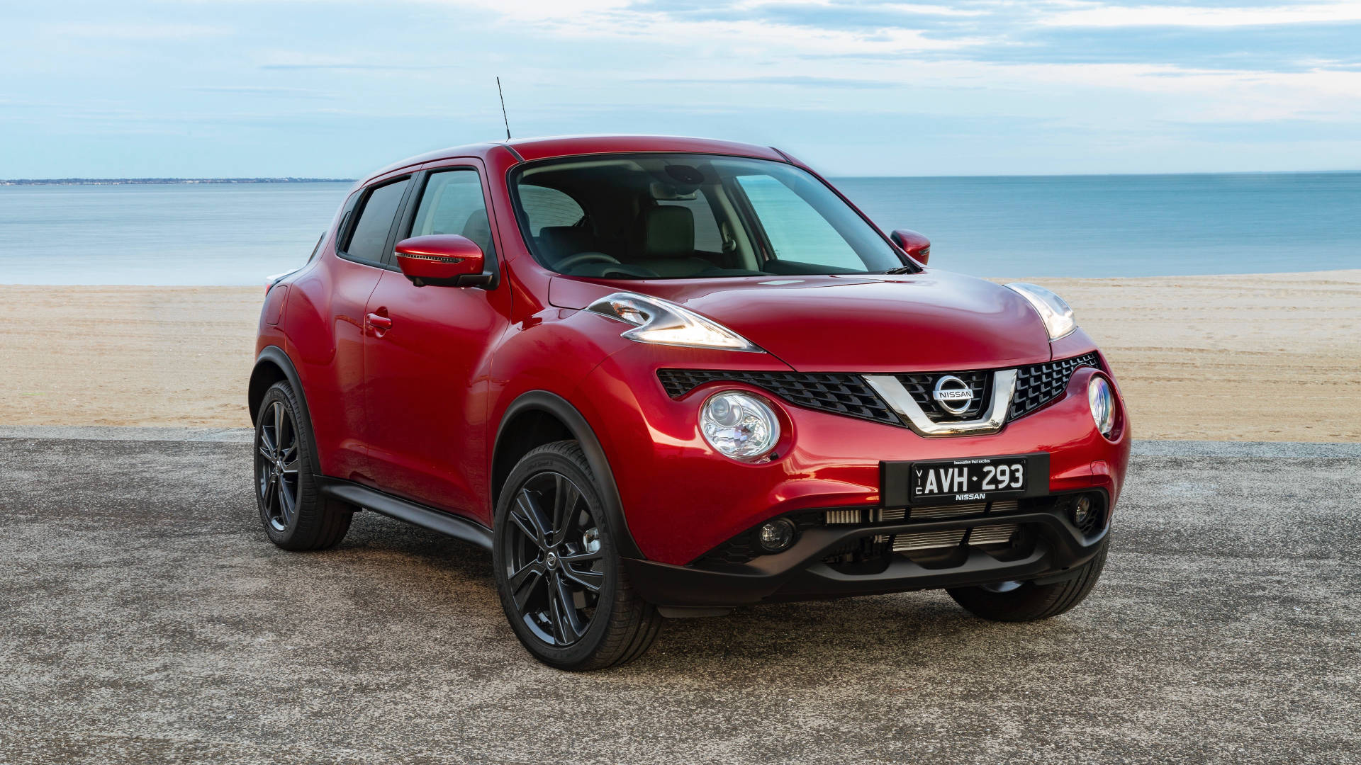 2019 Nissan Juke Ti-S red front 3/4