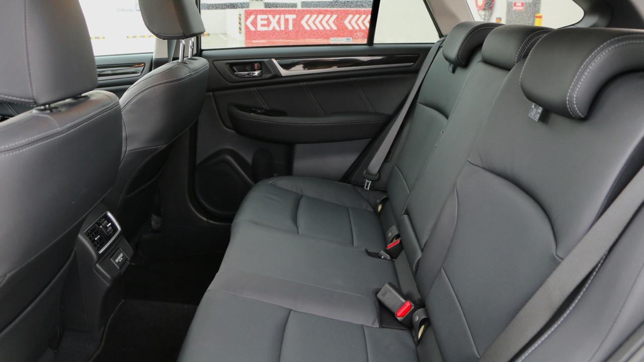 2019 Subaru Outback 3.6R black leather back seat