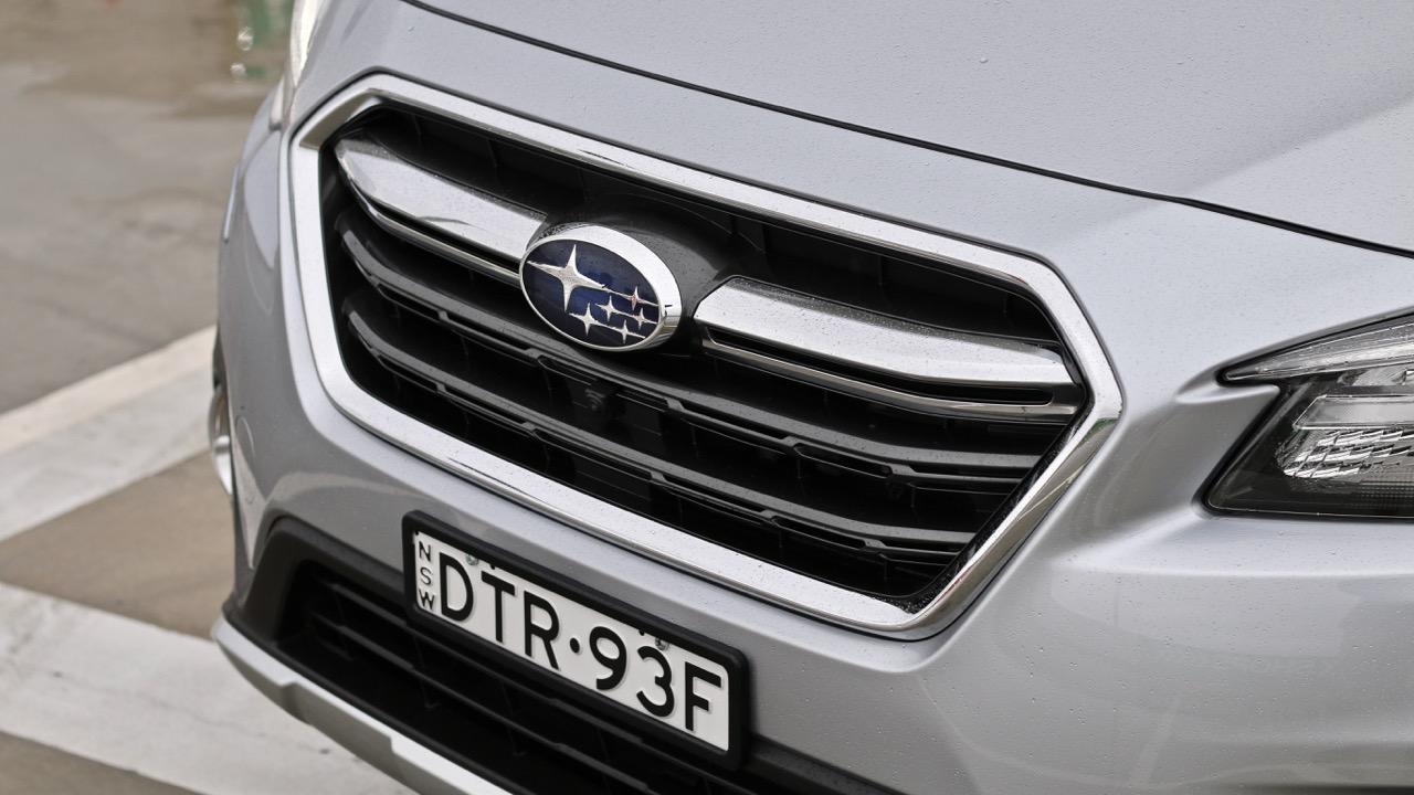 2019 Subaru Outback 3.6R chrome grille