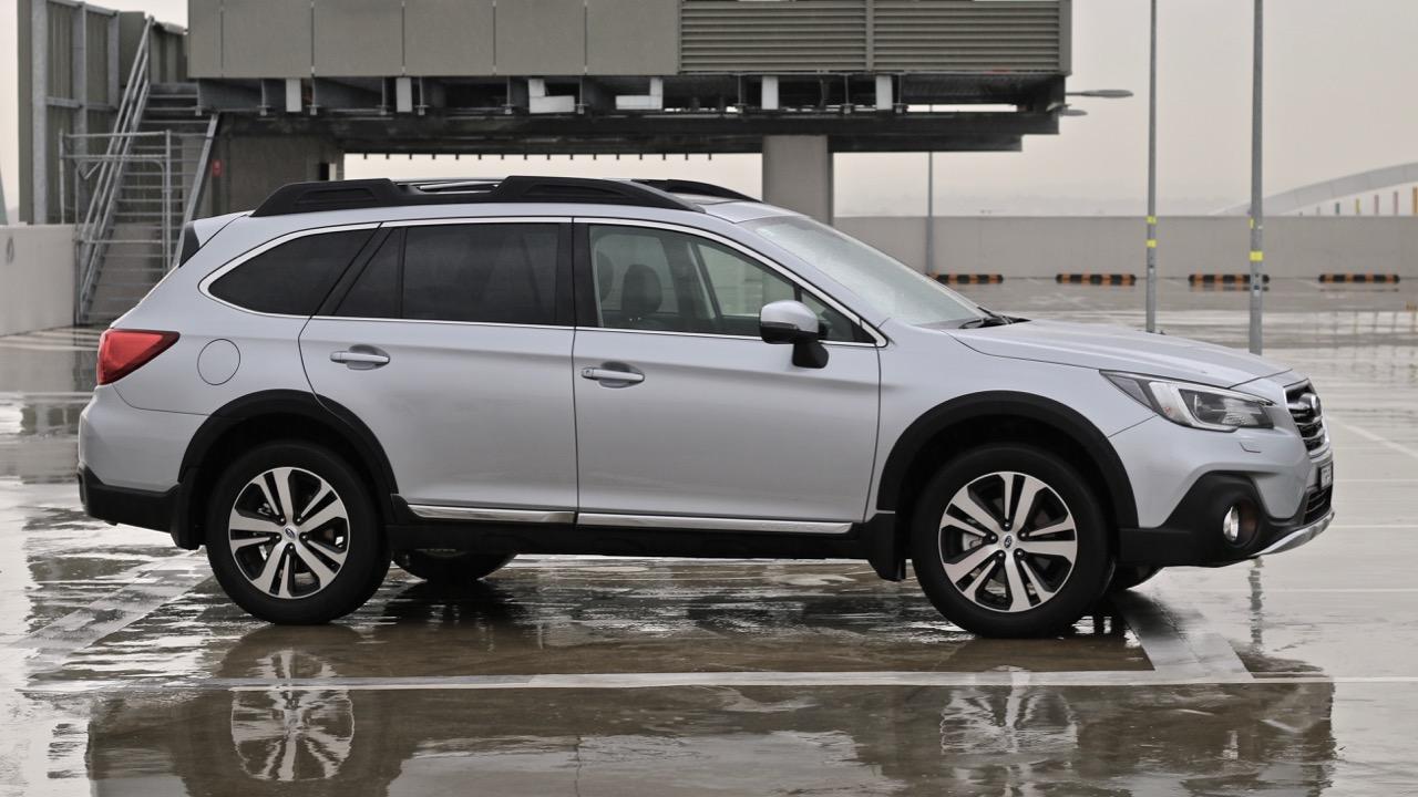 2019 Subaru Outback 3.6R silver profile