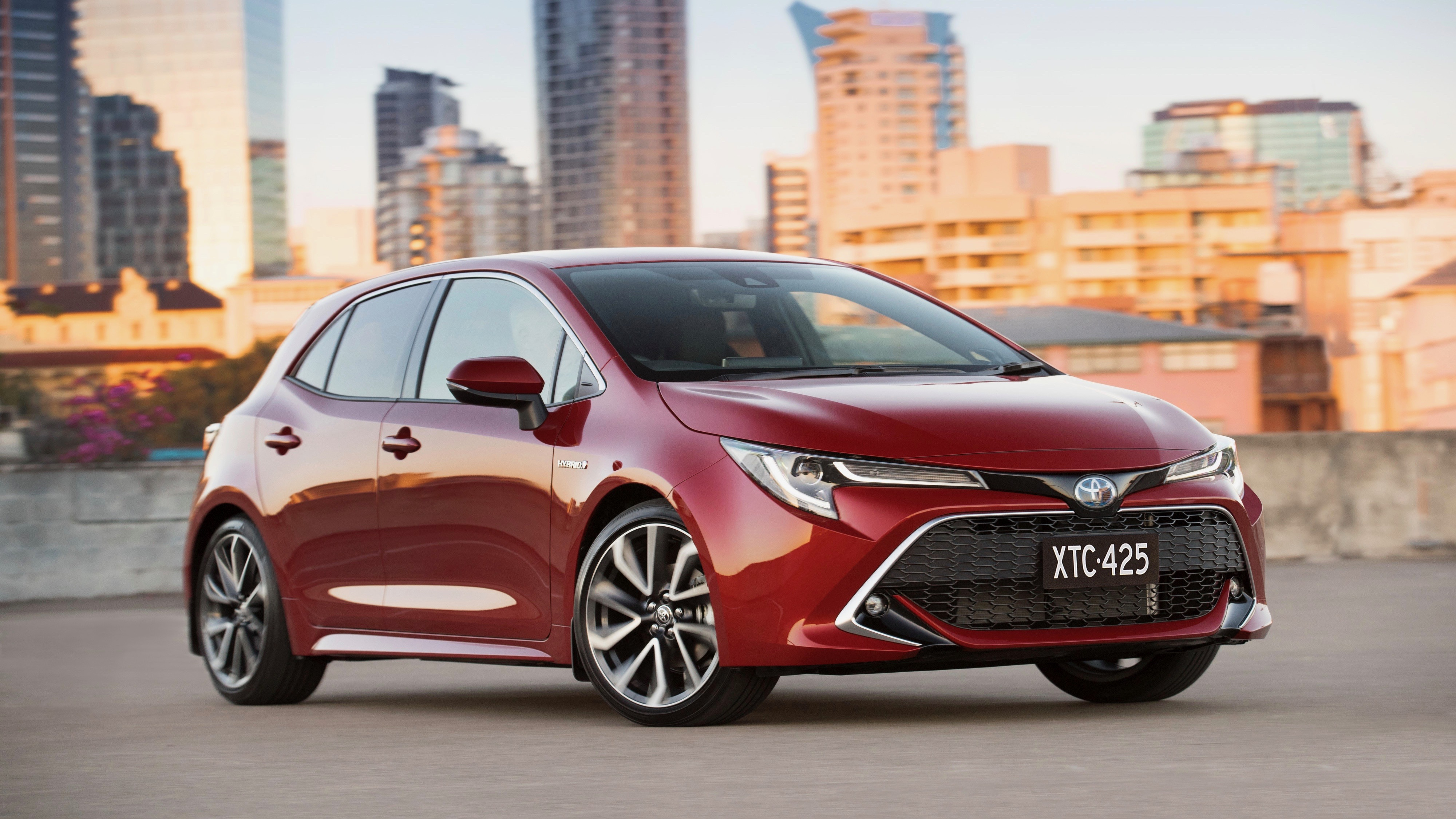 2019 Toyota Corolla ZR hybrid Volcanic Red front 3/4 detail