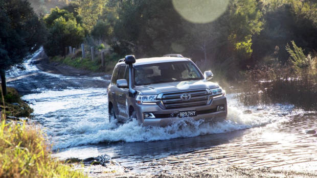 2019 Toyota Land Cruiser 200 river