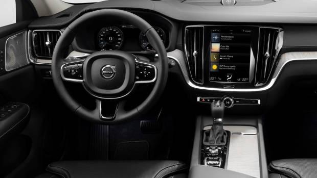 2019 Volvo V60 Cross Country dashboard