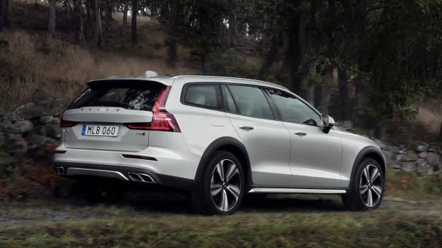 2019 Volvo V60 Cross Country rear 3/4