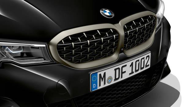 2019 BMW M340i black grille detail