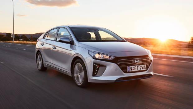 2019 Hyundai Ioniq Elite plug-in front 3/4 driving