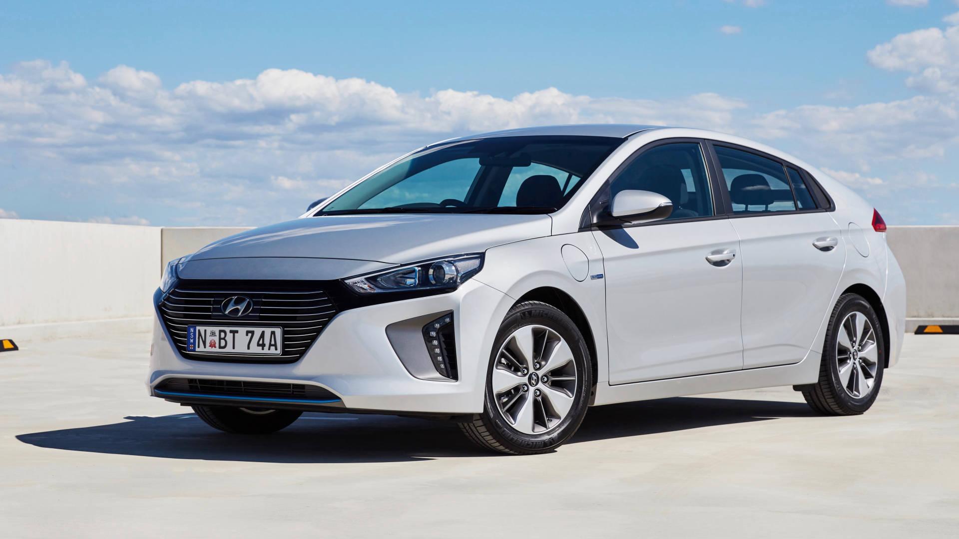 2019 Hyundai Ioniq Elite plug-in front 3/4