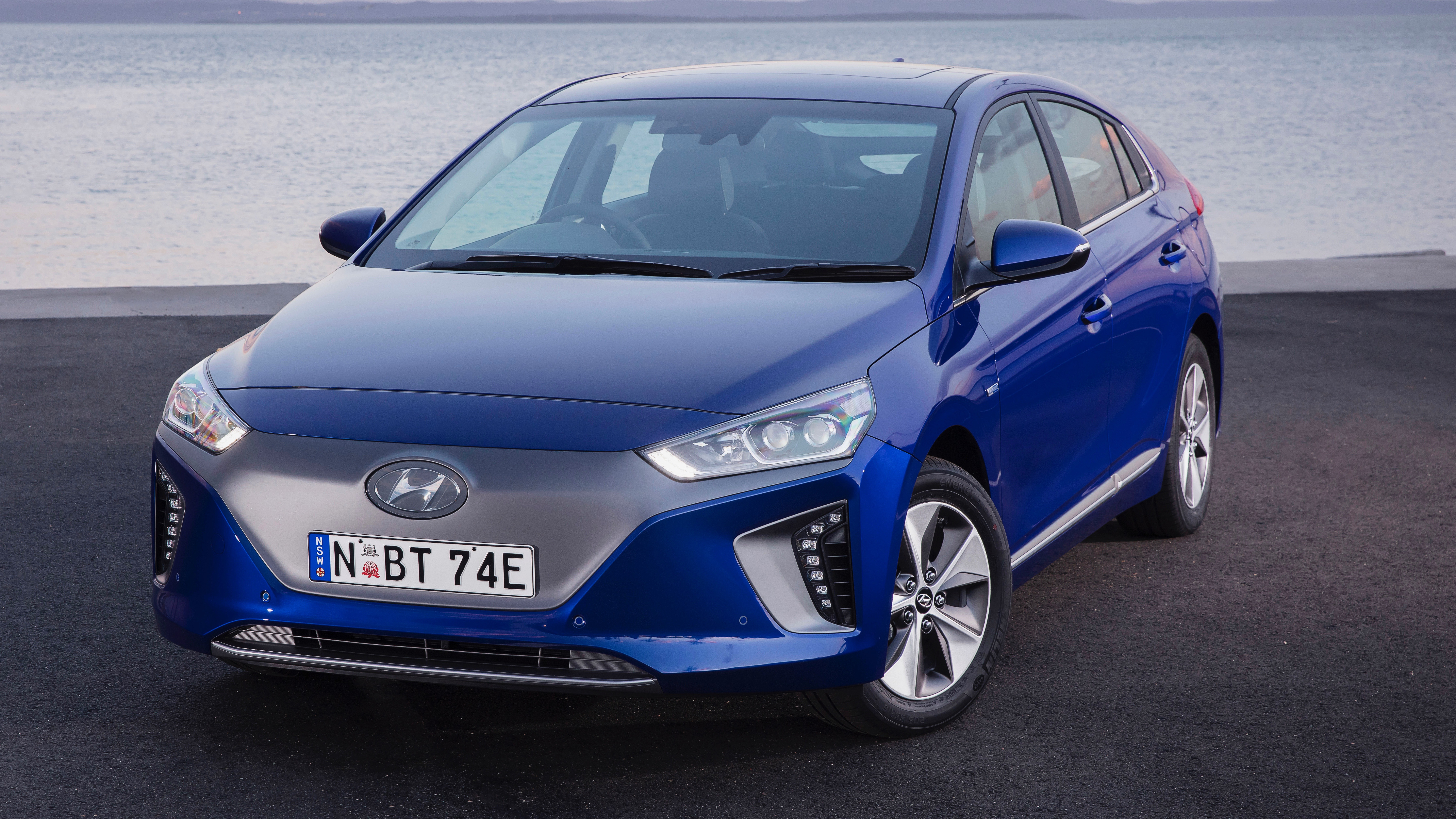 2019 Hyundai Ioniq Premium Electric blue front 3/4