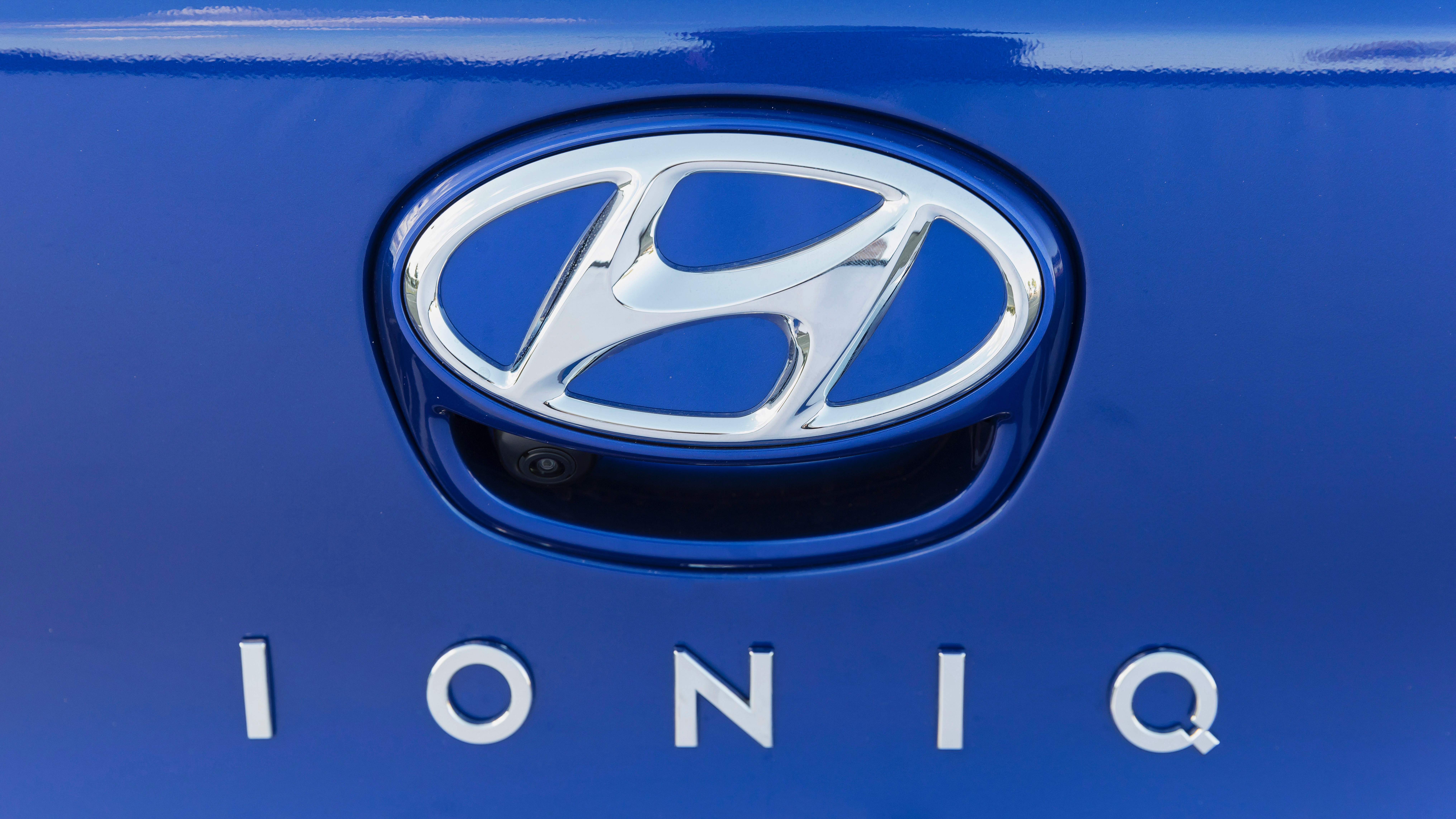2019 Hyundai Ioniq badge
