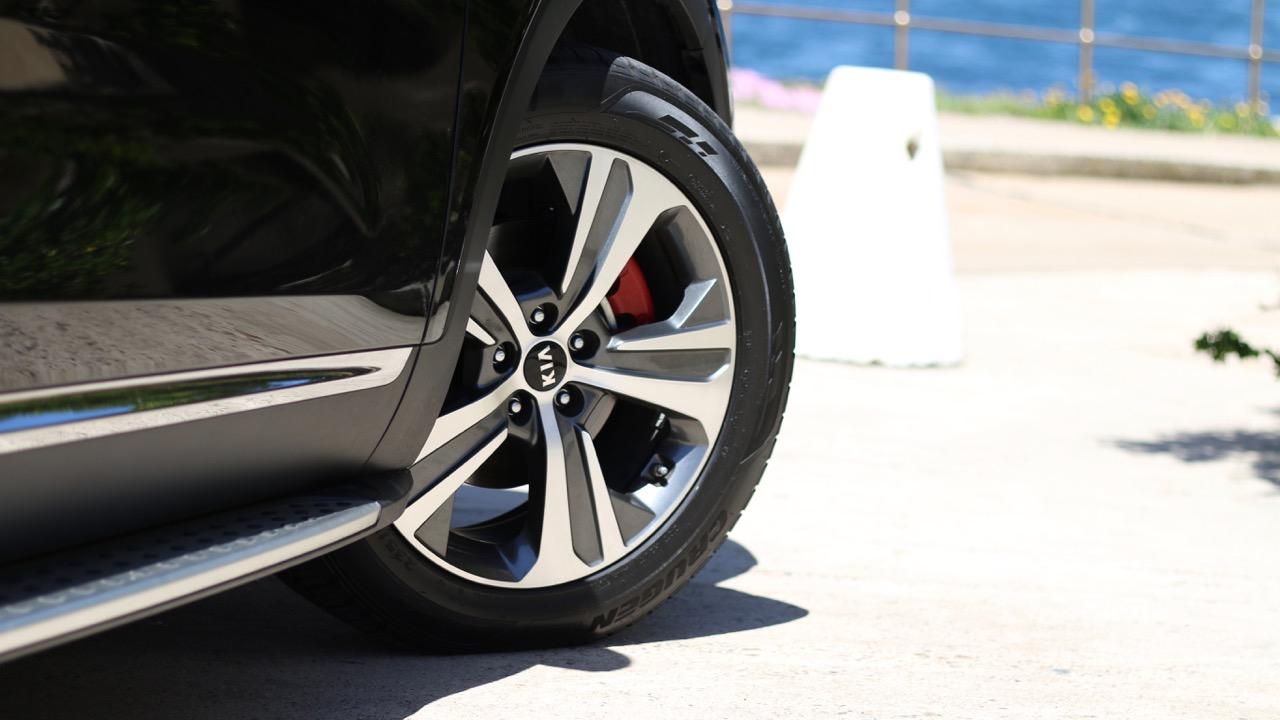 2019 Kia Sorento GT-Line Aurora Black wheels