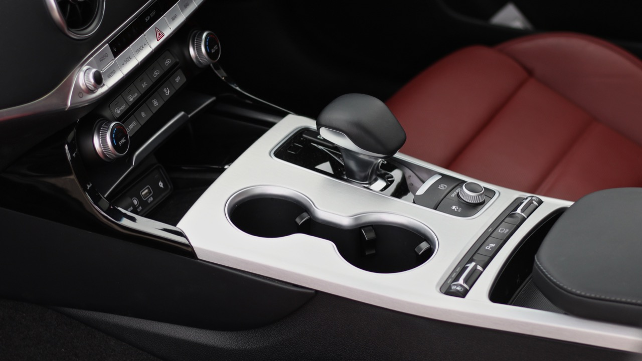 2019 Kia Stinger GT automatic gearbox shifter