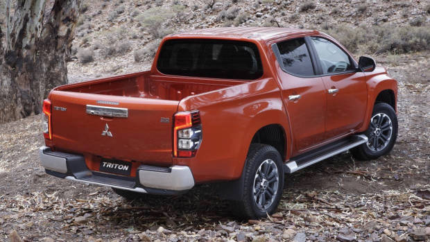 2019 Mitsubishi Triton orange rear 3/4