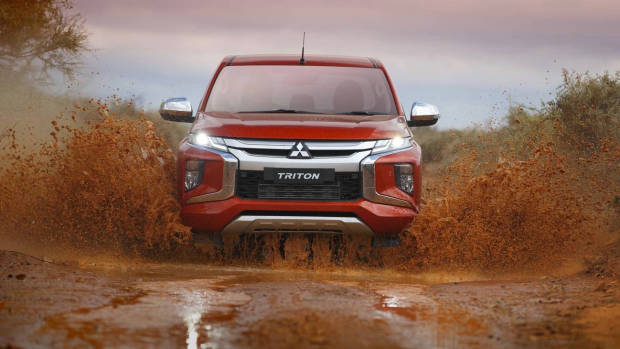 2019 Mitsubishi Triton orange water cross