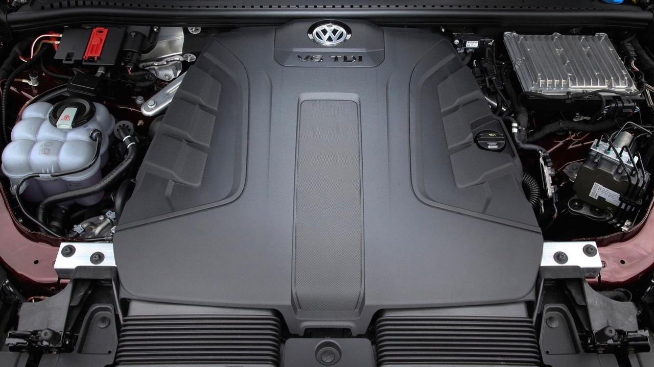 2019 Volkswagen Touareg R-Line V6 TDI engine