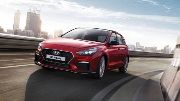 2019 Hyundai i30 front 3/4 driving