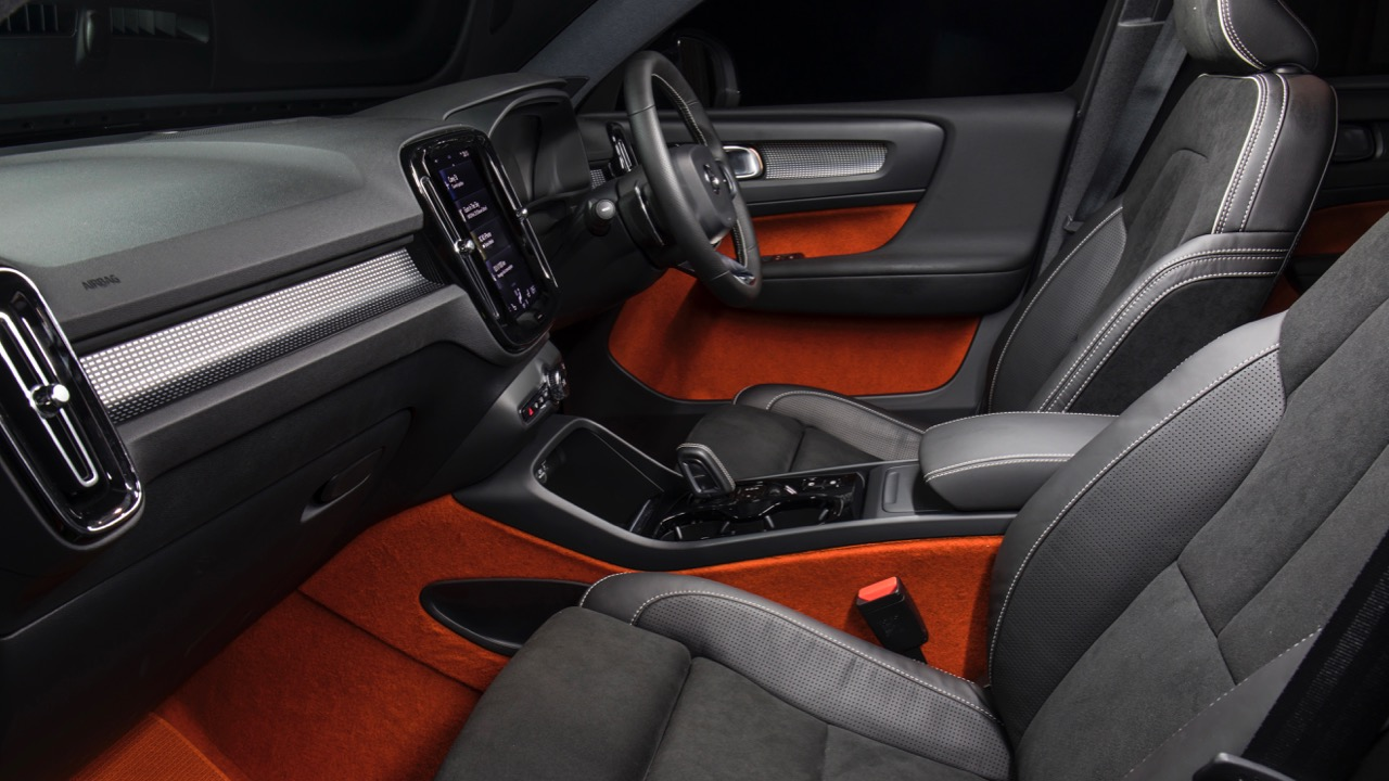 2019 Volvo XC40 T5 R-Design Black leather lava orange cabin