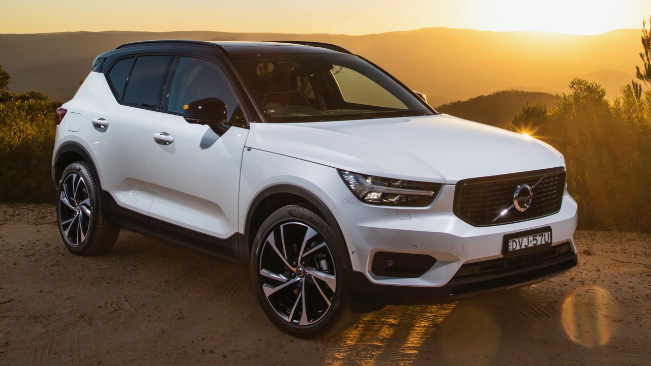 2019 Volvo XC40 T5 R-Design White front end