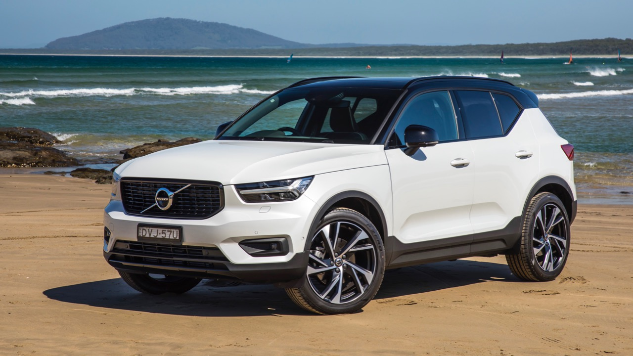 2019 Volvo XC40 T5 R-Design White profile