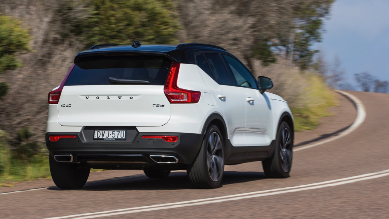2019 Volvo XC40 T5 R-Design White rear end