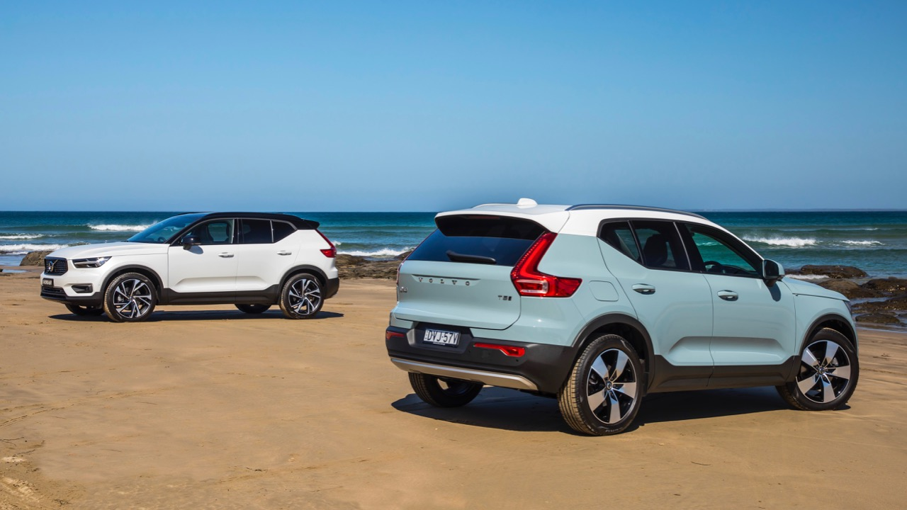 2019 Volvo XC40 T5 R-Design and Momentum White and Mint