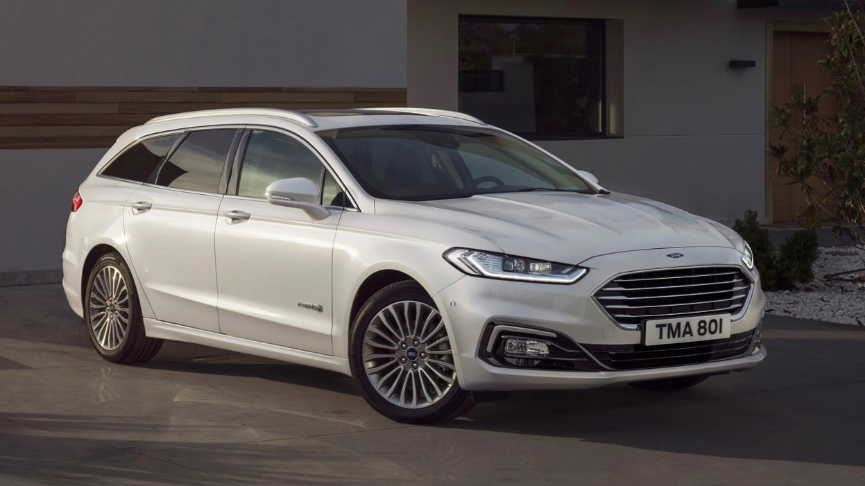 2019 Ford Mondeo wagon white front 3/4