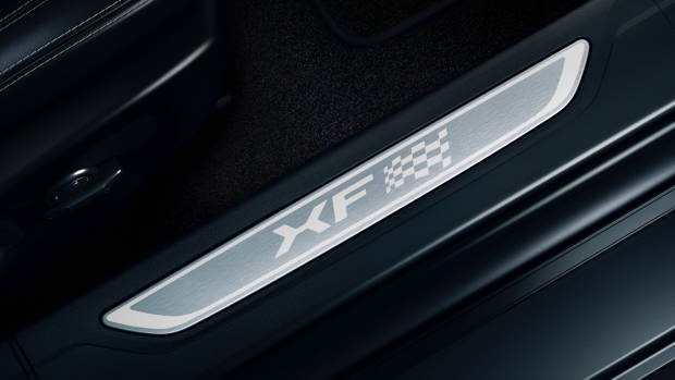 2019 Jaguar XF door sill