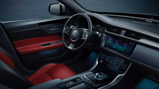 2019 Jaguar XF interior