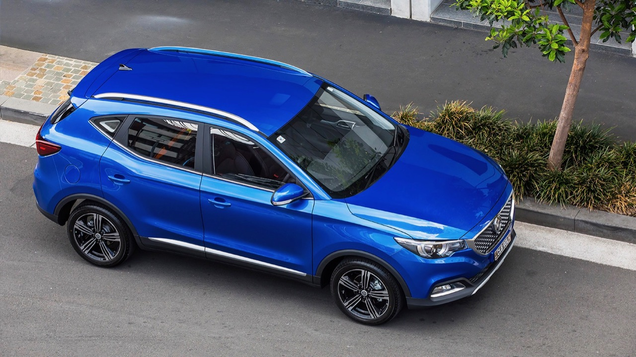 2019 MG ZS Essence Regal Blue roof