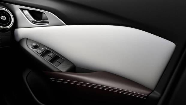 2019 Mazda CX-3 Akari LE door