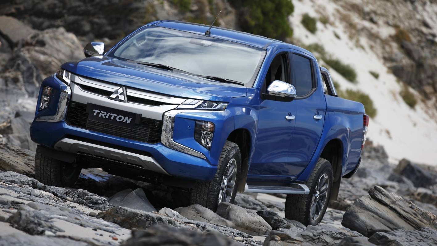 2019 Mitsubishi Triton GLS Premium blue front 3/4